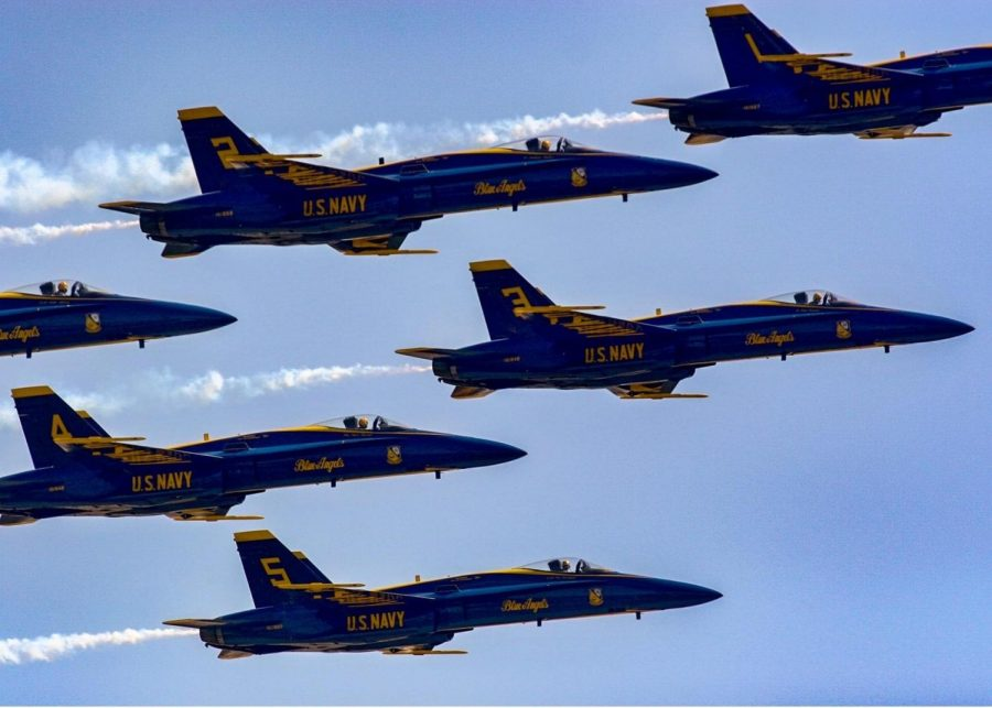 The+Blue+Angels+and+Thunderbirds+flying+over+Roswell%2C+GA.+Bystanders+stood+and+stared+up+at+the+sky+watching+the+planes+overhead.+%0A
