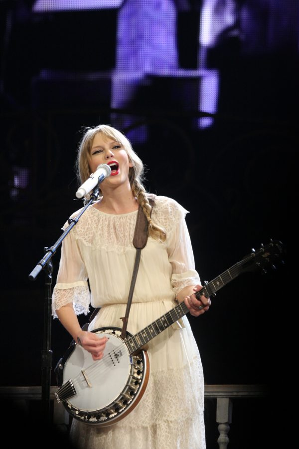 "Taylor Swift sings on her ""Speak Now"" tour. Her return to country music in ""evemore"" is reminiscent of her ""Speak Now"" era. Banjos were common in ""evermore"". Used with permission via flickr."