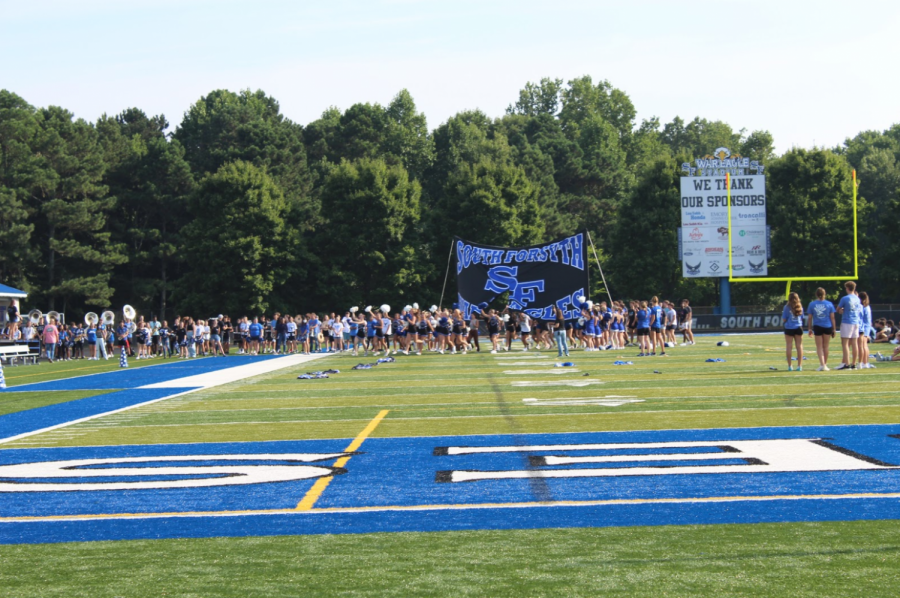 Starting the fall season. Senior athletes ran with excitement through the South Forsyth banner as the crowds cheer them on. Ranging from flag football to volleyball, athletes were excited to start off their senior year with power and support from their fellow peers.